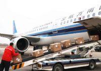 南航的班机正在装货中