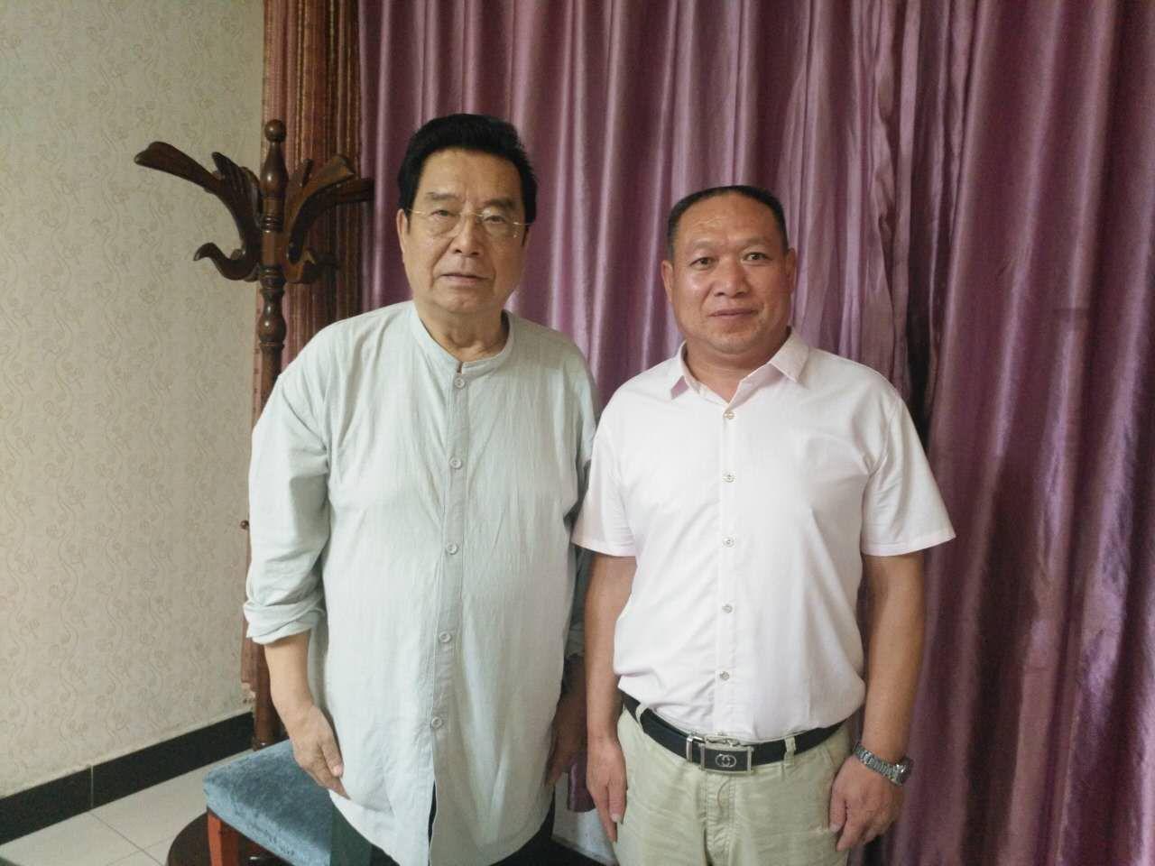 李双江老师与副会长孔建超在一起