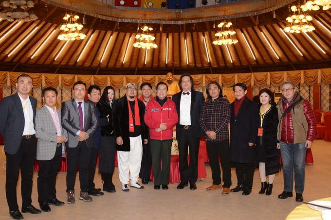 副院长吴熙明和李双江老师一起参加文化活动